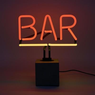 Neon BAR op betonnen voet