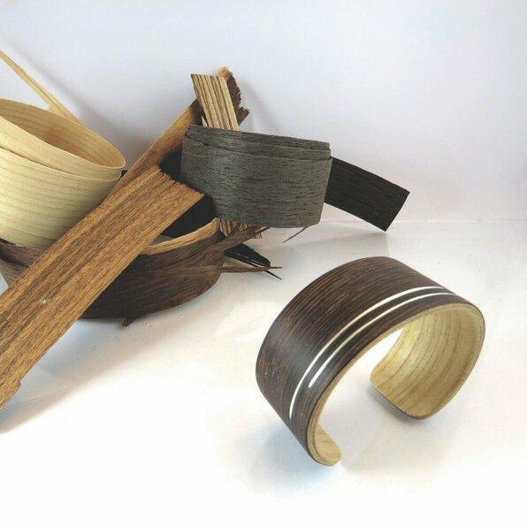 """<h1>Crazyclage</h1>  <h2>A.67-h<br /> <a href=""""http://www.crazyclage.be/"""">www.crazyclage.be</a></h2>  <p>Crazyclage staat voor recycling gekoppeld aan speelse designs. Handgemaakt met kwaliteit, duurzaamheid en milieubewust. Verschillende gerecyclede materialen gecombineerd met zilver maken deze sieraden uniek.</p>  <p>&nbsp;</p>"""
