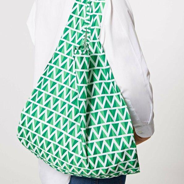 """<h1>Kind Bag Ltd</h1>  <h2>A.67-f<br /> <a href=""""https://www.kindbag.co/"""">www.kindbag.co</a></h2>  <p>Kind Bag Ltd is een jong Brits merk en maakt herbruikbare tassen van 100% gerecycled plastic flessen. Zo willen ze het gebruik van single use plastic tassen verminderen. De tassen zijn verkrijgbaar in verschillende vrolijke kleuren en patronen.</p>"""
