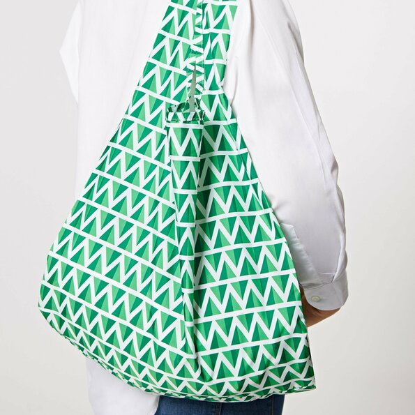 """<h1>Kind Bag Ltd</h1>  <h2>A.67-f<br /> <a href=""""https://www.kindbag.co/"""">www.kindbag.co</a></h2>  <p>Kind Bag Ltd is a young British brand and makes reusable bags from 100% recycled plastic bottles. With this method they want to reduce the use of single use plastic bags. The bags are available in different cheerful colours and patterns.</p>"""