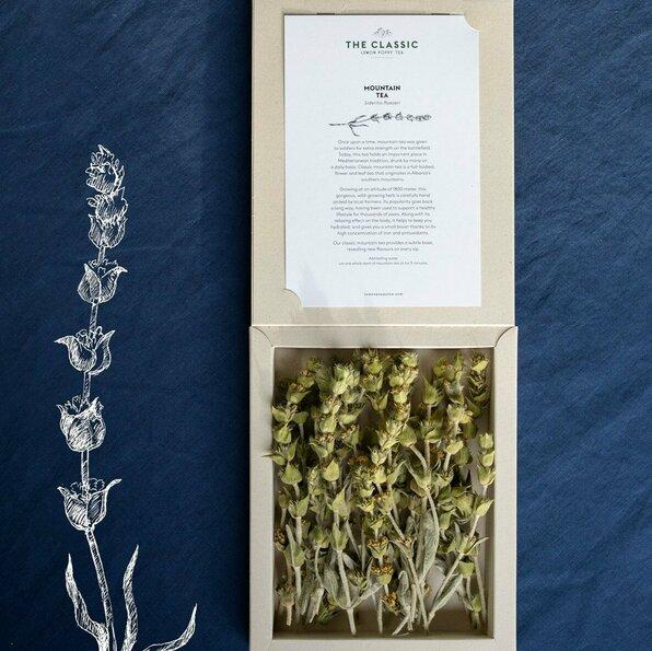 """<h1>Lemon Poppy Tea</h1>  <h2>A.28-h<br /> <a href=""""https://lemonpoppytea.com/"""">lemonpoppytea.com</a></h2>  <p>Lemon Poppy Tea laat je kennis maken met milieuvriendelijke, organische thee's voor het ondersteunen van een gezonde levensstijl. Oprichter Edvina Erebara gelooft in de kracht van natuur, wild groeiende kruiden. Voor thee te maken die goed is voor hart en ziel.</p>"""